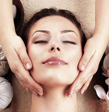Luxuriöse Reinigungsbehandlung Effektiv Und Schonend Für Die Haut.
